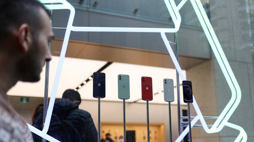 蘋果公司29日盤後公布財報,iPhone銷售遜於華爾街預期,大中華地區地營收也下...