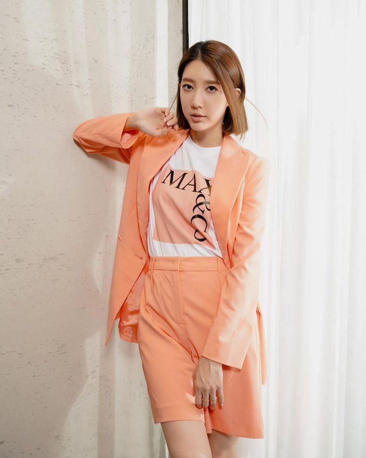 宋米秦迷上MAX&Co.粉嫩色系的穿搭風格。圖/取自IG