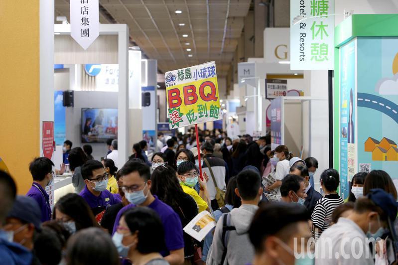 2020台北國際旅展今天於南港展覽館登場,今年受到新冠肺炎疫情影響,少了許多各國觀光局參展,國內旅遊反成注目焦點。記者余承翰/攝影