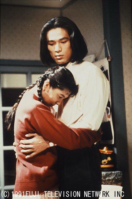 有森也實(左)與江口洋介演出「東京愛情故事」,劇中她游走於2男取暖掀波瀾。圖/八...