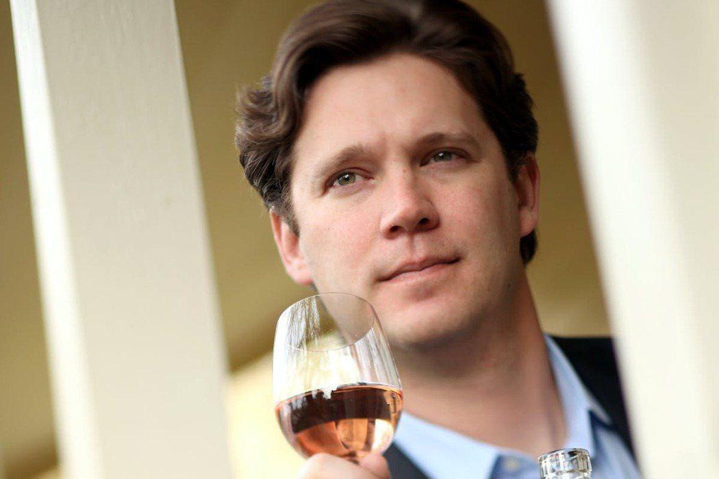 醇酒教育機構GuildSomm創辦人兼董事長克盧斯,紐約時報29日刊登爆炸性深度...