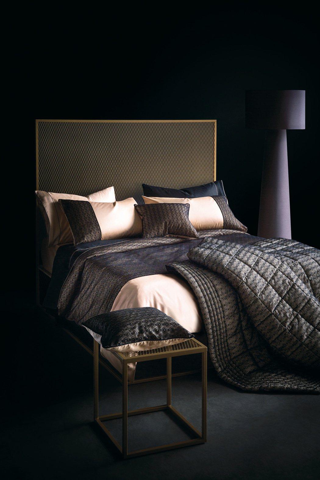 LA PERLA Home系列雙人四件組寢具,定價46,800元。圖/寬庭美學K...