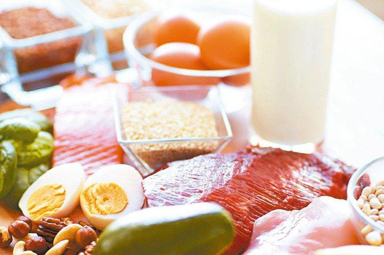 「不吃可以餓死癌細胞」是完全錯誤的觀念。圖/123RF