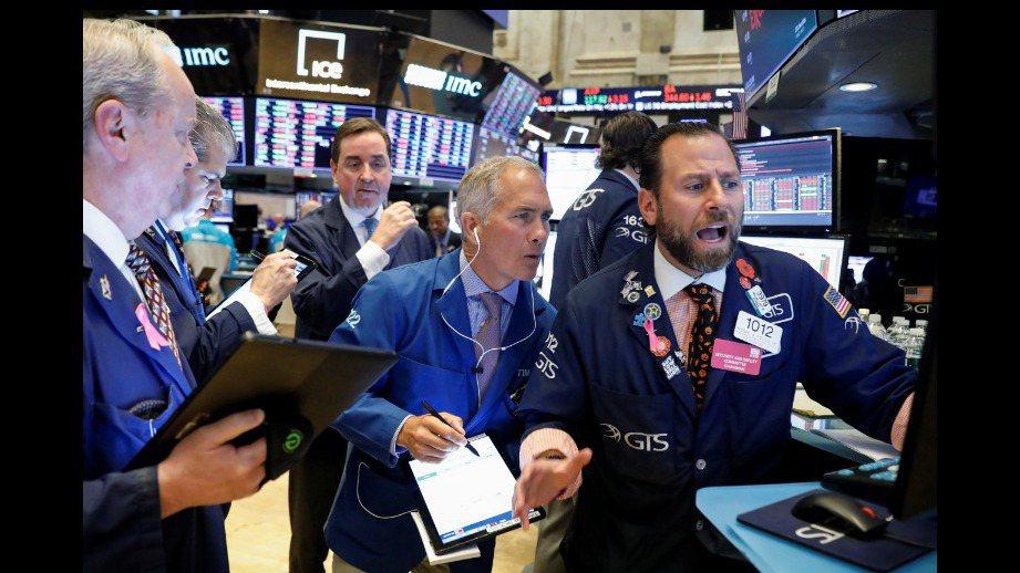 美股30日早盤開低走低。 路透