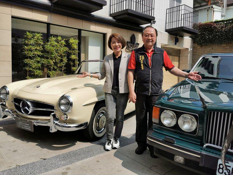 嘉義市副市長陳淑惠(左)、阿管處處長馬惠達(右),邀民眾下月7日來嘉義欣賞骨董車。記者卜敏正/攝影