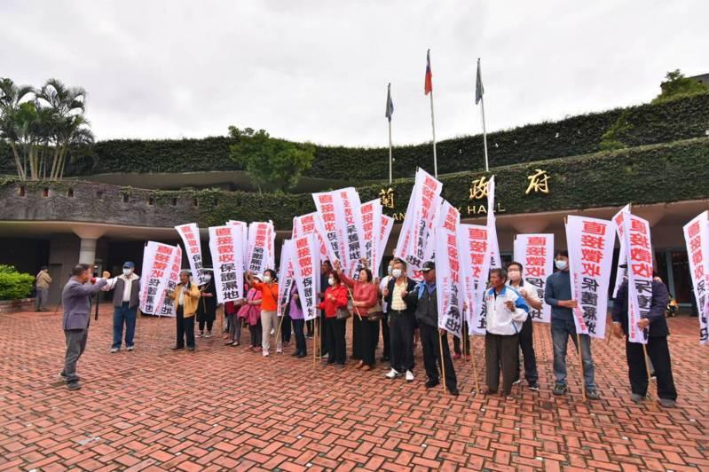 五十二甲濕地權益促進會昨天到宜蘭縣府、縣議會陳情。記者張議晨/攝影