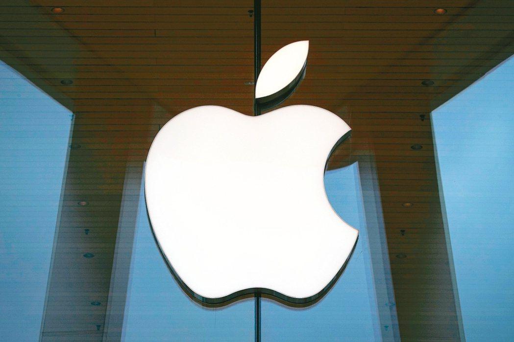 iPhone上季銷售遜於華爾街預期,且連續第三季未提供營運展望。(路透)