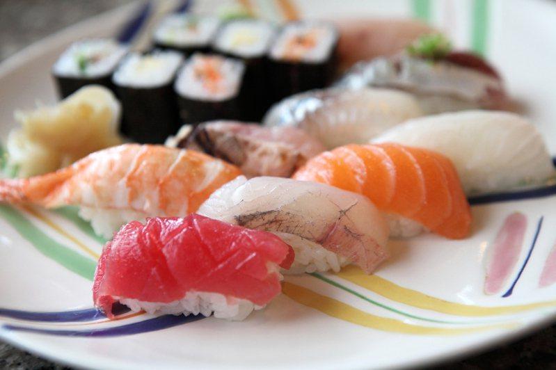 男子在交往紀念周年帶女友去吃高級壽司店,但卻忘了對方不吃生食也不愛壽司,被擺臉色相當不滿。 圖/intimate