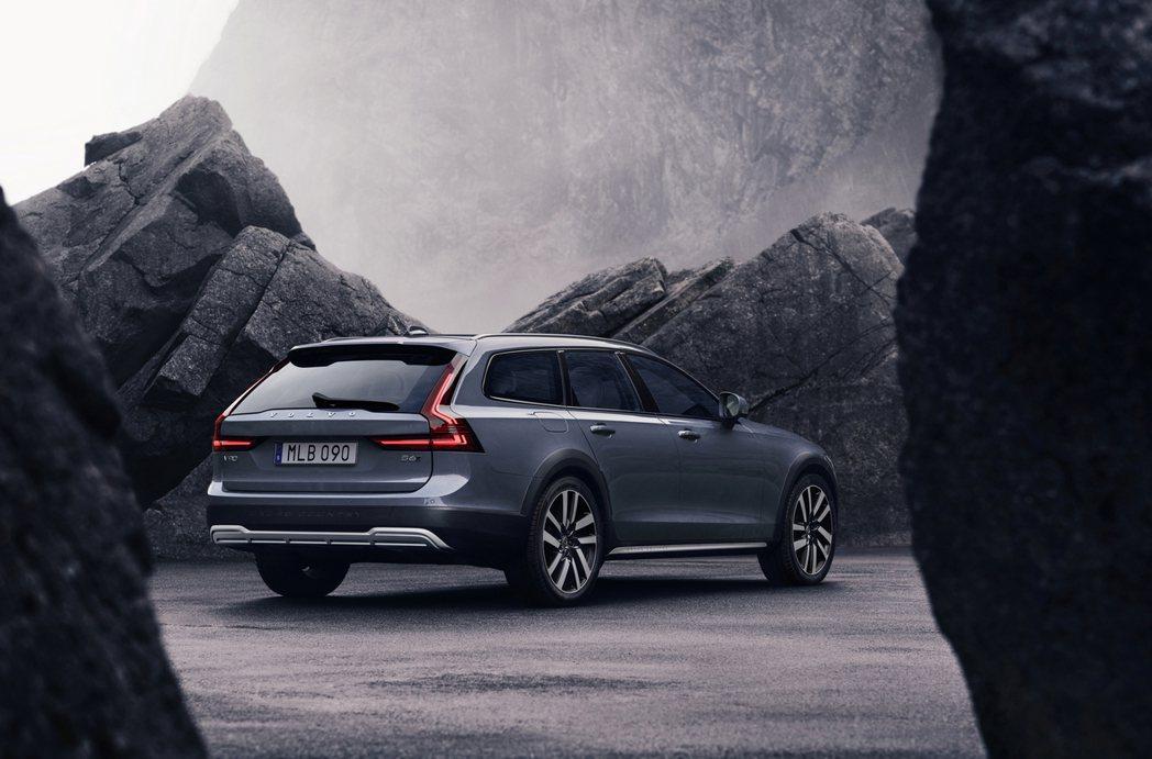 Volvo V90 Cross Country 相較一般旅行車款的離地高度增加5...