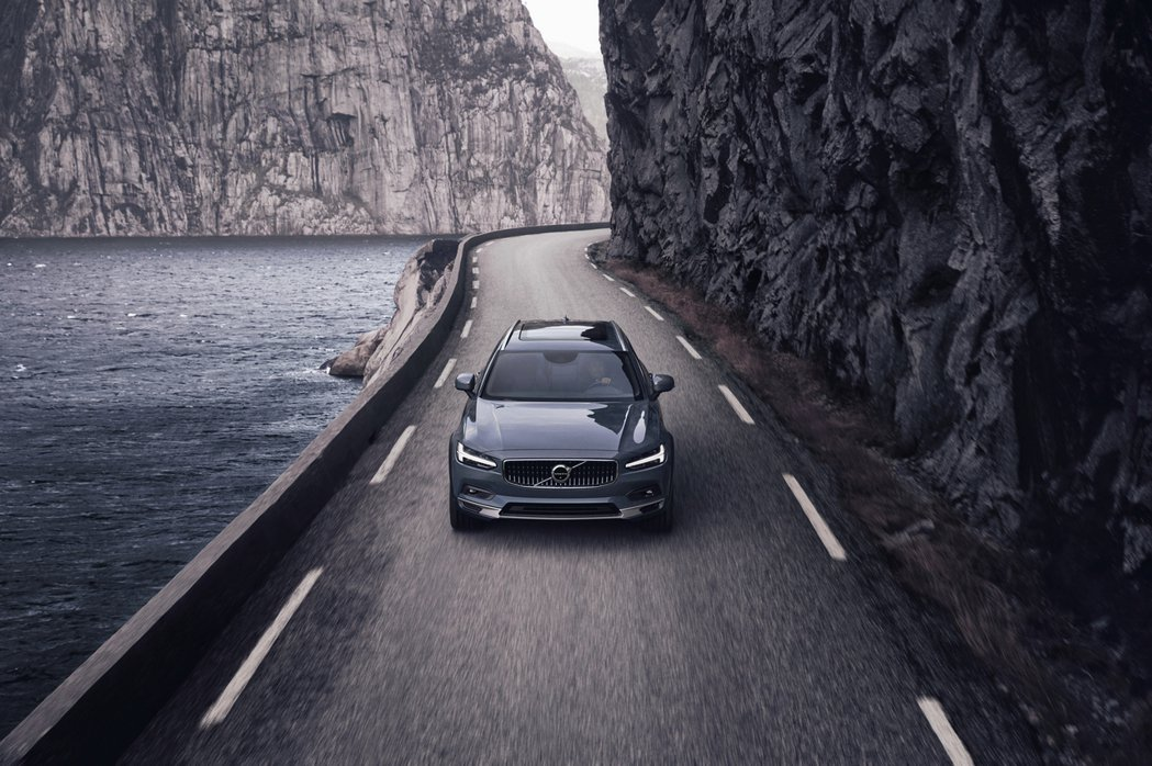 全面升級 The New Volvo V90 Cross Country 不僅是...