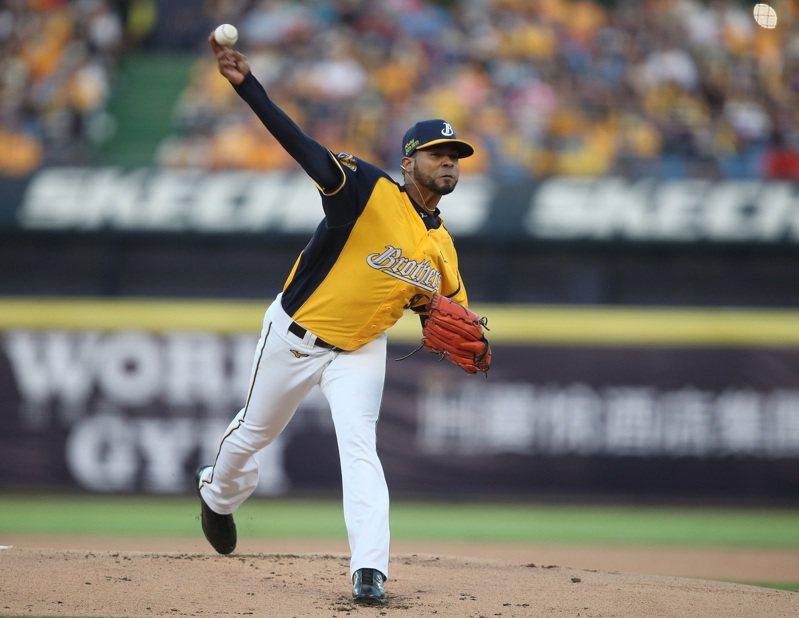 中華職棒7戰4勝制總冠軍賽首戰,31日在台中洲際棒球場開打,中信兄弟隊派出與統一獅隊對戰防禦率僅2.84的洋投羅傑斯(Esmil Rogers)先發。 中央社