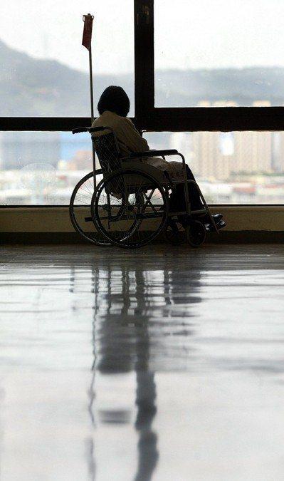 日本國立癌症研究中心調查,約4成癌末患者在死亡前一個月內,仍感受到癌症帶來的疼痛...