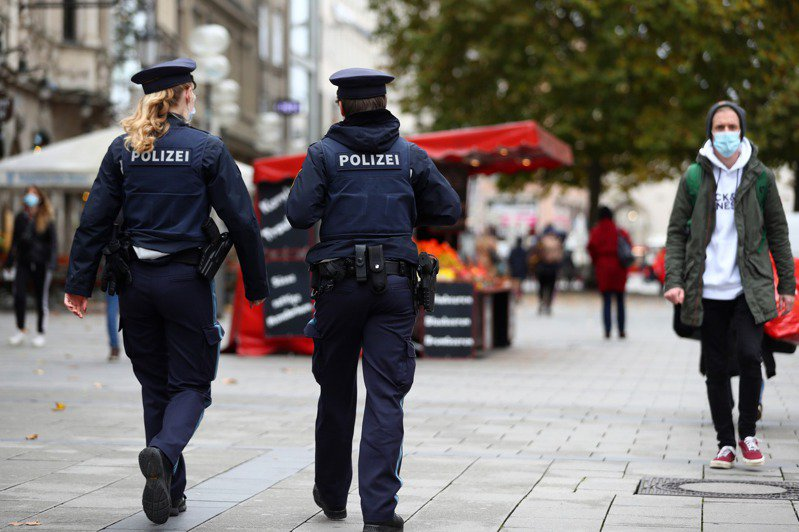 德國衛生當局今天公布數據,境內24小時內新增1萬9059人確診2019冠狀病毒疾病,累計51萬8753人染疫。 美聯社