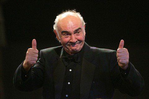 英國廣播公司(BBC)報導,老牌影星史恩康納萊(Sean Connery)已經過世,享耆壽90歲。他生前以飾演007情報員詹姆士龐德的電影聞名於世,並且堅定支持蘇格蘭獨立。史恩康納萊的兒子傑森康納萊...