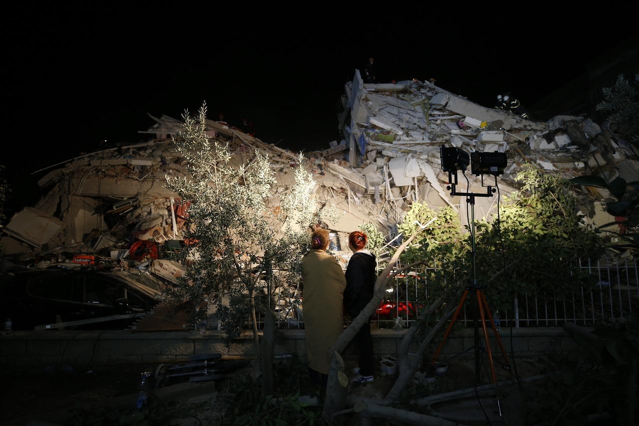 愛琴海強震30死逾900傷 伊茲米爾救出逾百人