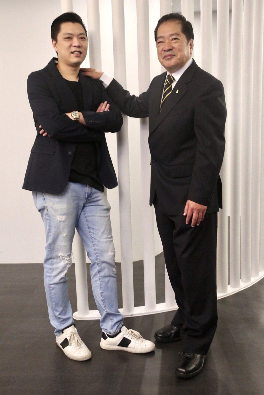 蔡耀億(右)在傳統美妝產業有所成就,但兒子蔡涵任(左)正試圖闖不同的路,兩代在創...