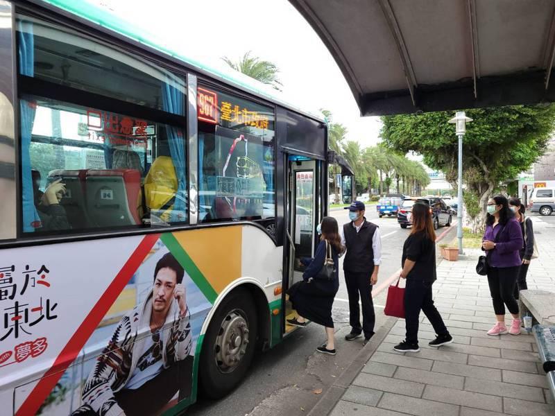 新北交通局要求公車業者加派人力到重要佔位,觀察通勤乘客輸運情形,才能機動增班、強化疏運效率。圖/新北交通局提供