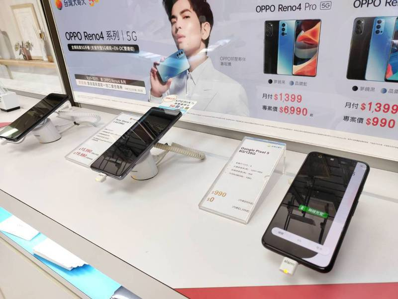 Google等知名品牌相繼推出5G手機,在各專賣店熱銷。 圖/王姓網友提供