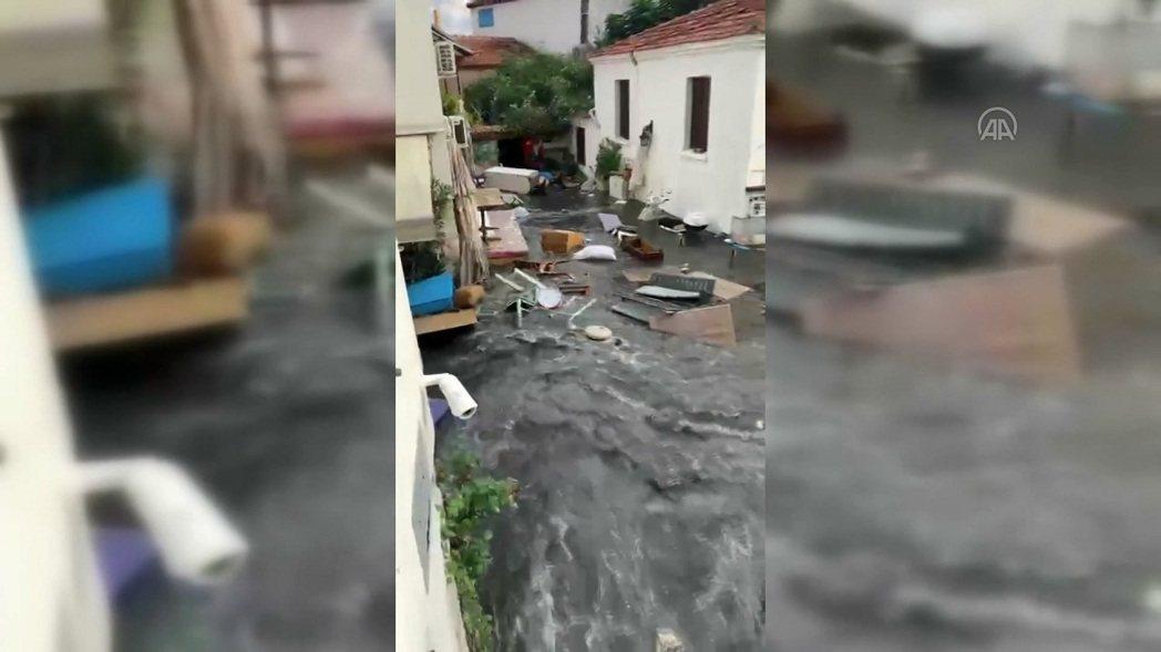 愛琴海地區30日發生強震,土耳其伊茲密爾省沿岸與希臘薩摩斯島均傳迷你海嘯與大水,...