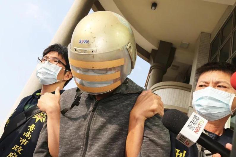 涉嫌殺害馬來西亞籍24歲鍾姓女學生的梁姓嫌犯,於10月30日由台南警方押往高雄橋頭地檢署偵訊繼續進行偵訊。 圖/聯合報系資料照