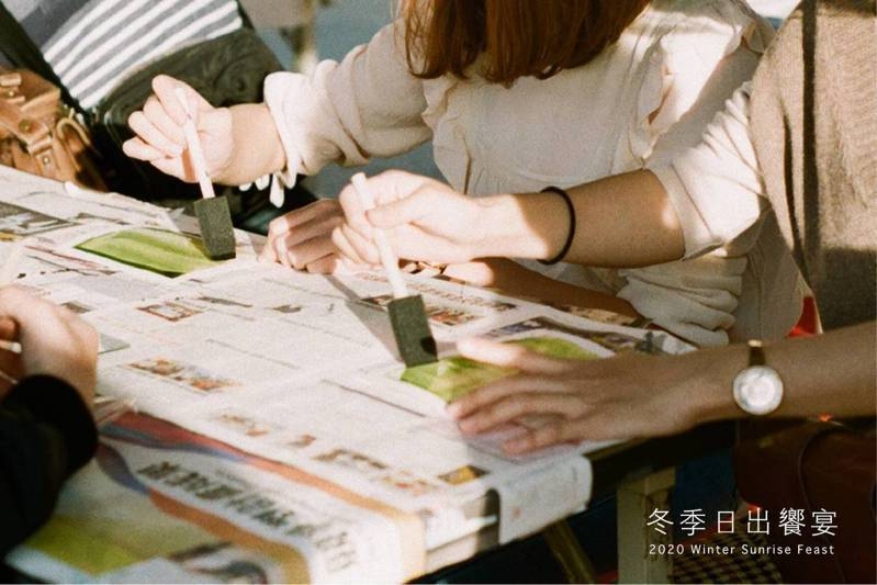 林務局嘉義林管處推出「阿里山四季活動最終章-冬季日出饗宴」可進行藍晒手作體驗。圖/嘉義林管處提供
