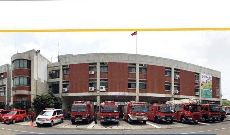 消防車一字排開,想要辩識是什麼消防車,從代號就可以了解。圖/彰化縣消防局提供