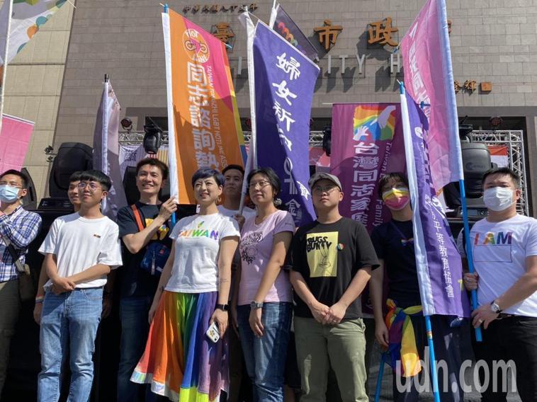 18屆台灣同志遊行今在台北市政府廣場登場,今年遊行主題為成人之美。記者葉冠妤/攝...