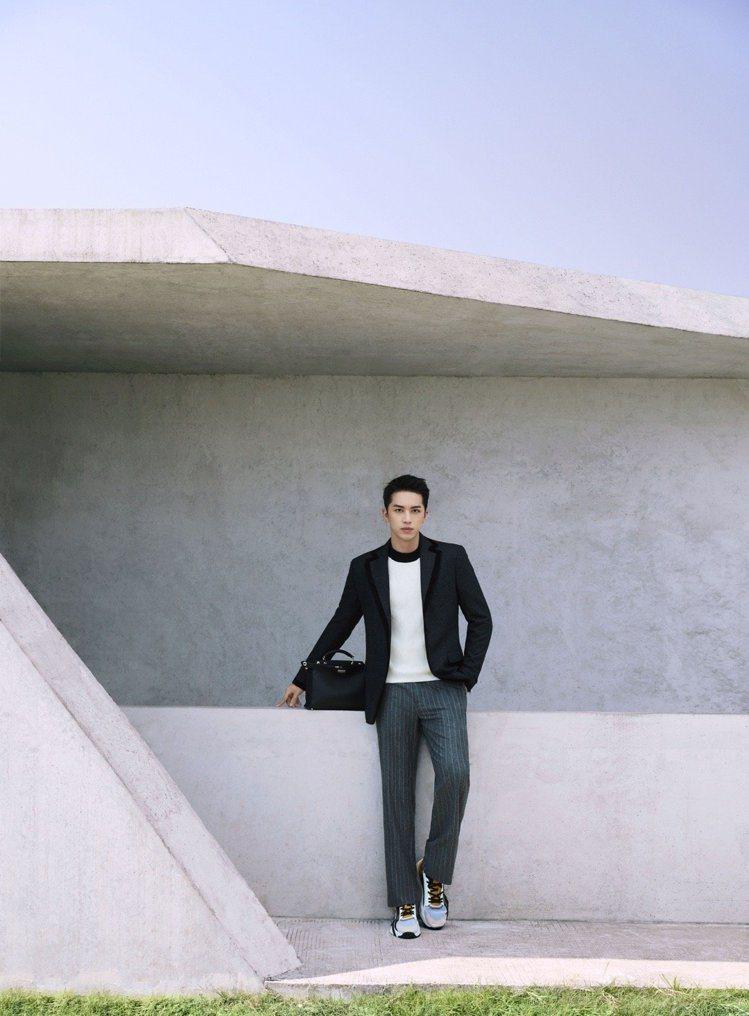 許魏洲穿FENDI 2020秋冬西服系列,展現帥氣男友力。圖/取自微博