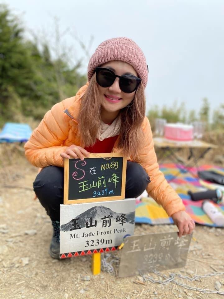 Selina成功攻頂玉山前峰。圖/摘自臉書