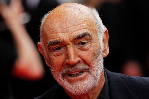 007電影系列首代男主角史恩康納萊,傳出在「霹靂彈」外景地之一巴哈馬去世,享年90歲。他的兒子傑森透露父親在睡夢中平靜去世,在巴哈馬也有不少家族成員陪伴,大家都還需要平復心情去面對此事,雖然父親的健...
