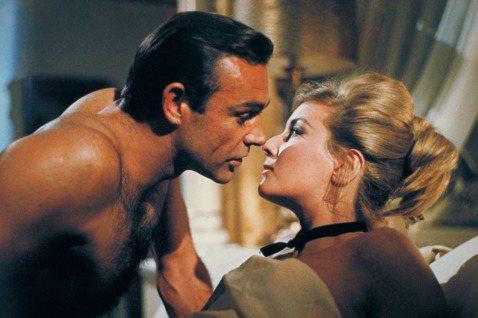 史恩康納萊是大銀幕首位007情報員的化身,在他之後雖然還有好幾位的接班人,製作單位甄選新龐德時,卻都以史恩的演出做為標竿,要有意爭取扮演龐德的男星試演他詮釋過的畫面,才能證明自己有資格接下他的棒子。...