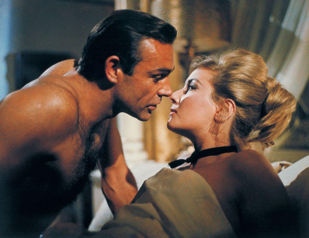 「第七號情報員續集」中史恩康納萊與龐德女郎的性感調情戲,成為日後新龐德挑選時必須