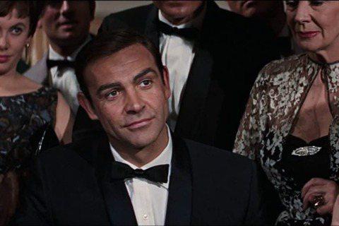史恩康納萊主演「第七號情報員」,使007成為女性迷戀的性感象徵,在英國與亞洲各國創下出色票房佳績,續集跟著開拍,在第3集「金手指」製作單位砸重金炮製更大場面,又拉到美國拍攝,北美觀眾終於被征服,他也...