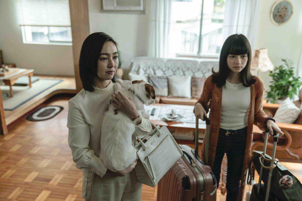 蔡燦得在「黑喵知情」戲中決心離婚,帶女兒姚愛寗和寵物梅爾離家。 圖/LINE T