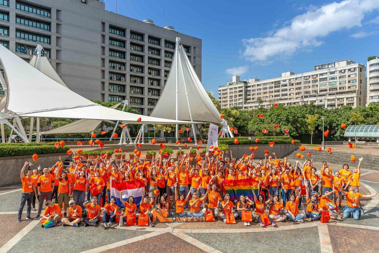 荷蘭在台辦事處響應同志遊行 送橘T號召粉絲一起挺平權