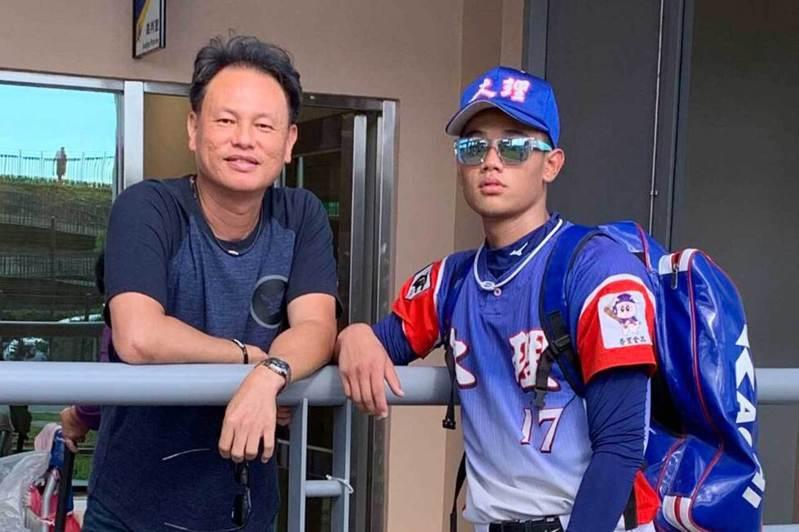 曹竣崵(左)與兒子曹祐齊。  資料照(曹竣崵提供)