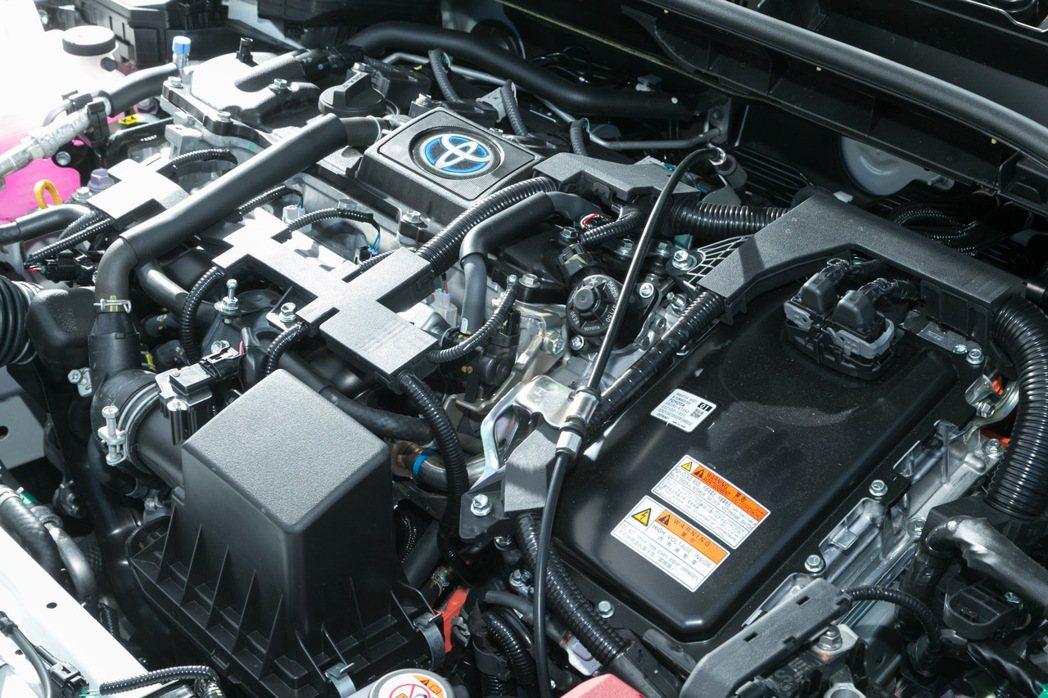 HYBRID版搭載1.8L直列四汽缸HYBRID引擎。 記者陳立凱/攝影