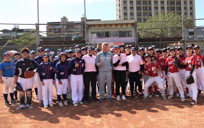 台北市棒球協會力挺女子棒球。 台灣女子棒球運動推廣協會提供
