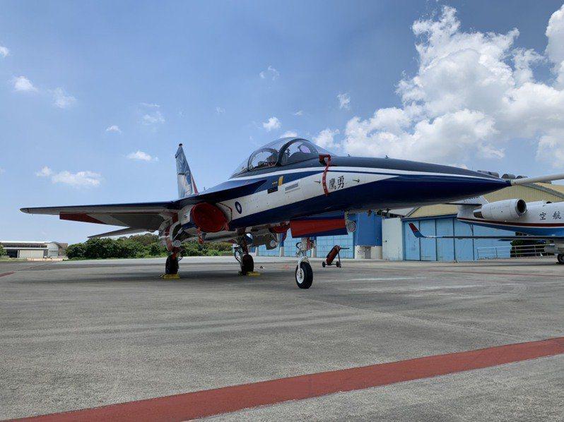 空軍與漢翔目前正針對勇鷹原型機進行全系統測試,「順利的話」,預劃明年3月至11月才會進入戰術測試階段。記者洪哲政/攝影