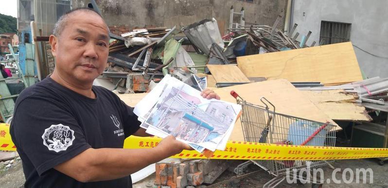 基市府都發處拆除正濱漁港色彩屋旁的違建,使用者呂寶雄出示資料指控拆除不合法,爭取權益。記者邱瑞杰/攝影