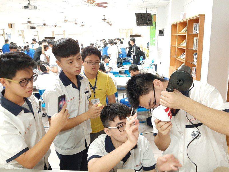 教育部南光高中辦科學營,與會學生探究實作歷程。圖/校方提供