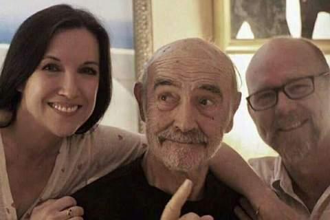 一代巨星史恩康納萊曾以「007詹姆斯龐德」著稱,昨日根據英媒「BBC」報導,史恩於睡夢中離世,享耆壽90歲,他生前的最後照片也同時在網路上瘋傳,去年他的兒子傑森與伴侶費歐娜曾為他慶生過89歲生日,去...