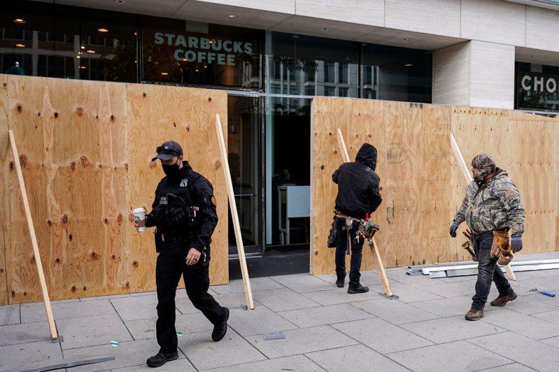 美國總統大選投票日越來越近,已有超過500家高端百貨公司或商店預做準備,以防動亂。路透