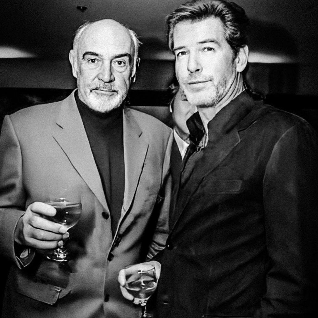 皮爾斯布洛斯南(右)曾演過「007黃金眼」、「007明日帝國」等電影,他也發文哀...