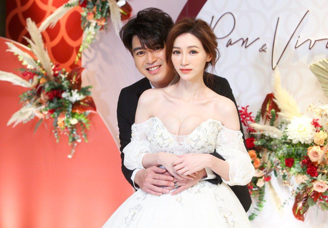 潘逸安(右)與老婆Vivian舉辦台北場婚宴。記者余承翰/攝影