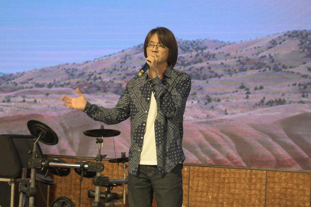 林隆璇出席公益慈善活動獻唱。圖/台灣愛與希望關懷協會提供