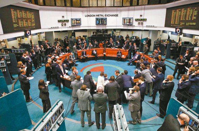 倫敦金屬交易所挺過兩次世界大戰、醜聞、債務違約風暴,場內喊價方式在新冠危機後停擺...