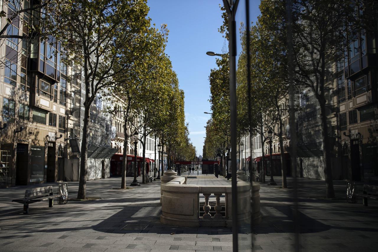 無視封鎖令!法國地方小鎮的鞋店、寵物美容店照常營業