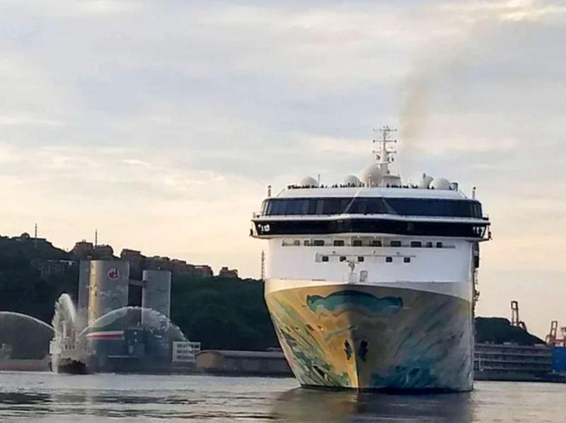 國際郵輪「探索夢號」跳島遊程7月26日首航,從基隆港搭載915名旅客成行。圖/聯合報系資料照片
