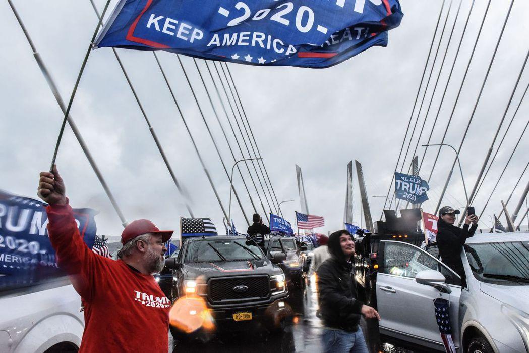 川普高舉抗中大旗的選情加分效果似乎有限,這場疫情會打垮川普選情而扭轉選舉結果嗎? 圖/法新社